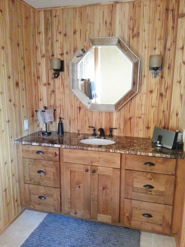 Newly finished Master Bath with walk-in shower!